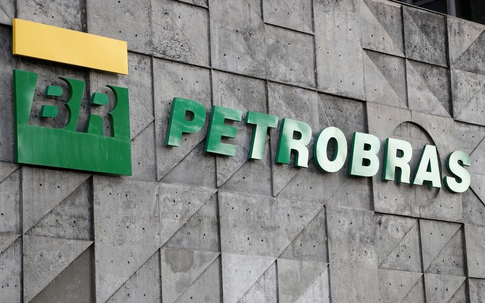 2019 10 16t225159z 709743808 rc1b1b167bd0 rtrmadp 3 brazil petrobras - Fundo de Abu Dhabi leva refinaria da Petrobras na Bahia por US$ 1,65 bi