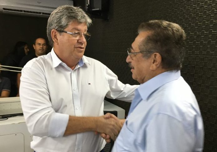 6cf06aa6 bebc 4fc4 a913 e7bf4fc89fd1 800x600 1 e1612874210674 - Governador João Azevêdo decreta luto oficial pela morte de Zé Maranhão