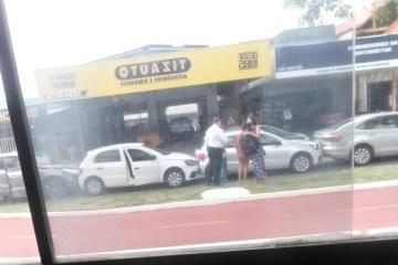 Engavetamento envolvendo 5 carros deixa trânsito lento na Avenida Beira Rio, em João Pessoa
