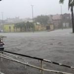 Alagamento em frente a CBTU 900x506 1 - Fortes chuvas causam alagamentos e bloqueios em toda João Pessoa - VEJA VÍDEO