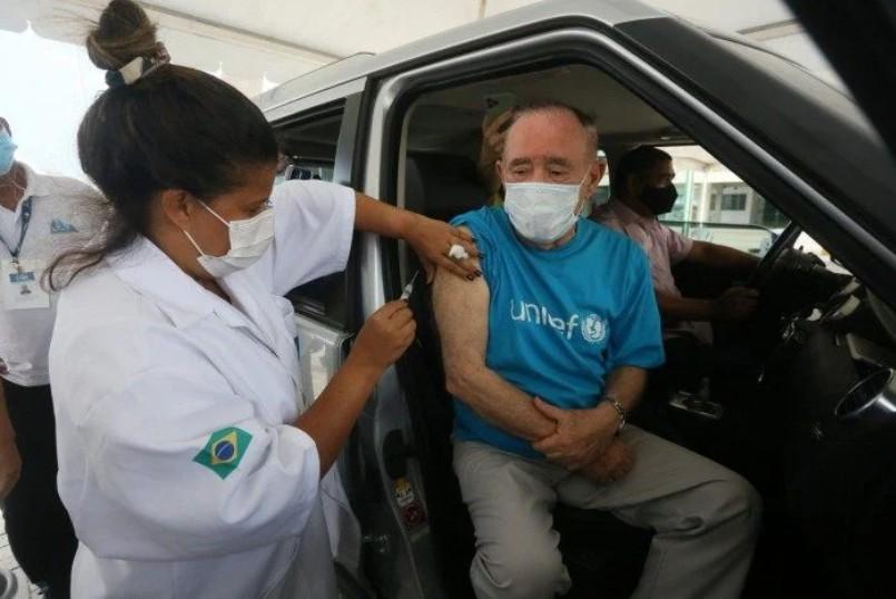 Capturar 22 - Renato Aragão toma a vacina contra a covid-19