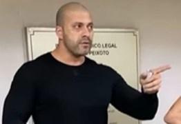 Após ser preso, Daniel Silveira briga com policial por se recusar a usar máscara no IML – VEJA VÍDEO