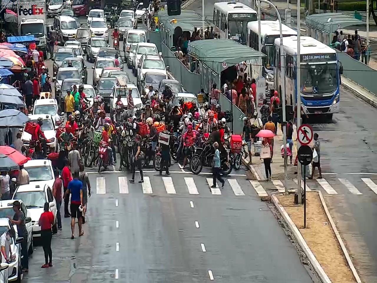 WhatsApp Image 2021 02 01 at 11.27.57 - Motoboys realizam protesto no Centro de João Pessoa; motoristas por aplicativo também param as atividades - VEJA IMAGENS