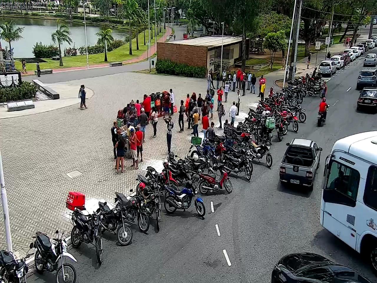 WhatsApp Image 2021 02 01 at 11.37.38 - Motoboys realizam protesto no Centro de João Pessoa; motoristas por aplicativo também param as atividades - VEJA IMAGENS