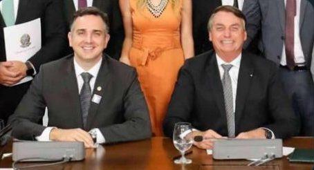 WhatsApp Image 2021 02 01 at 19.41.48 1 e1612219679834 - Aliado de Rodrigo Pacheco, Bolsonaro publica foto com novo presidente do Senado e cita 'cédula de papel'
