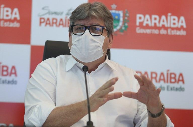 """azevedo 1 - João Azevêdo diz que se articula para comprar vacinas pelo Consórcio de Governadores: """"Todo esforço para acelerar a vacinação é justo e necessário"""""""