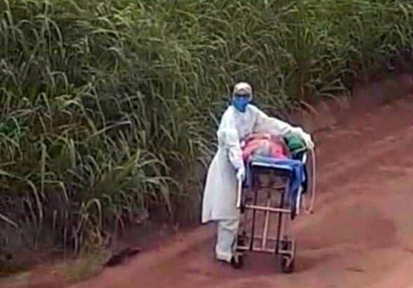 ener - Após bloqueio de caminhões, enfermeira empurra maca em trecho de terra da Transmazônica - VEJA VÍDEO