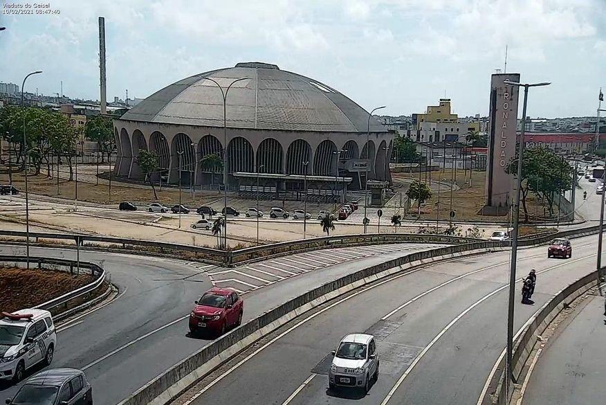 fila do drive thru - PRIMEIRO DIA DE VACINAÇÃO DRIVE THRU: fila de carros se forma no Ronaldão e no Centro de Convenções, em João Pessoa