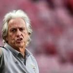 jog 1 - Jorge Jesus é alvo de protesto antes de jogo importante do Benfica
