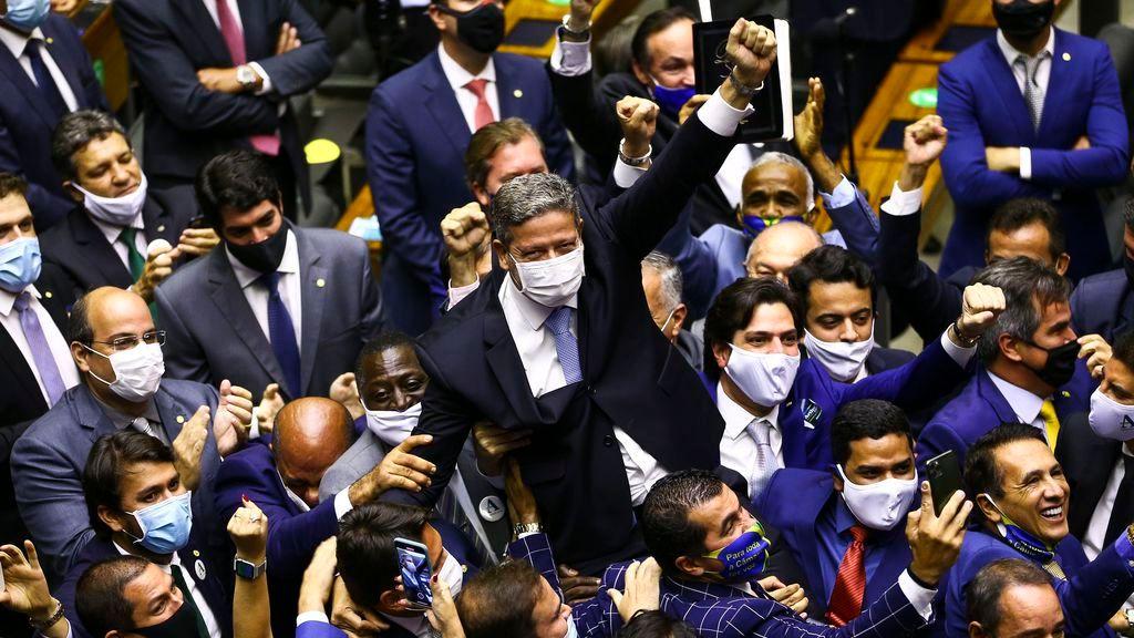 lira e aliados - Sob comando de Arthur Lira, investigado pelo STF, Câmara prepara mudança na Constituição para barrar prisões de deputados