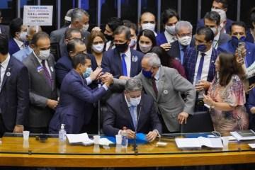 Câmara deve votar PEC que muda regras da imunidade parlamentar e dificulta prisões nesta sexta (26); Veja detalhes do texto