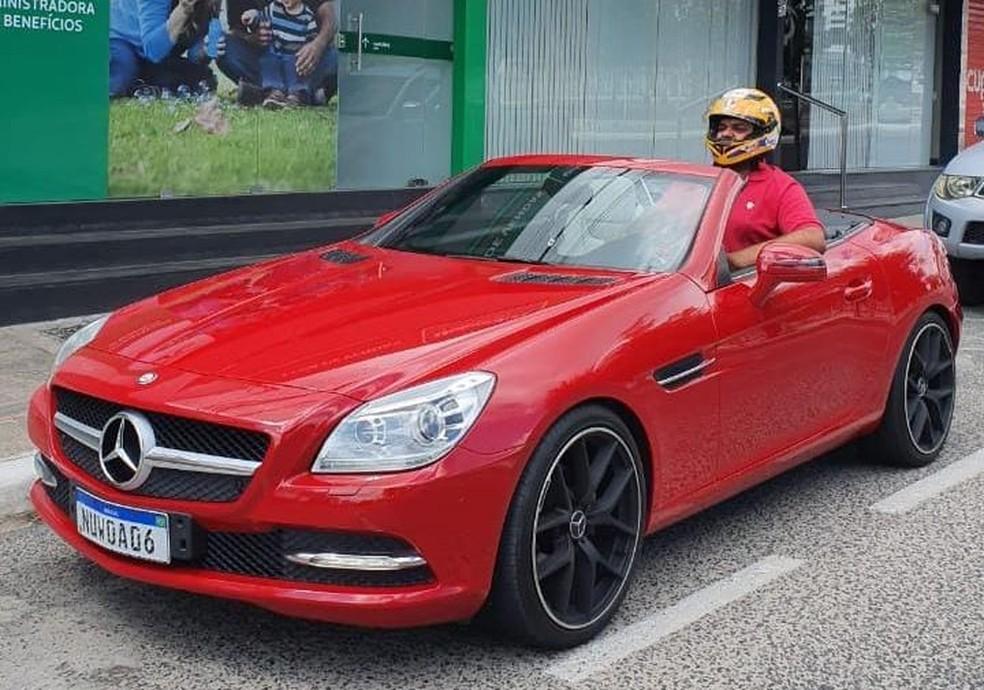 """mer 11 - Empresário paraibano viraliza após comprar carro de luxo e não caber no veículo: """"Era um sonho"""" - VEJA VÍDEO"""