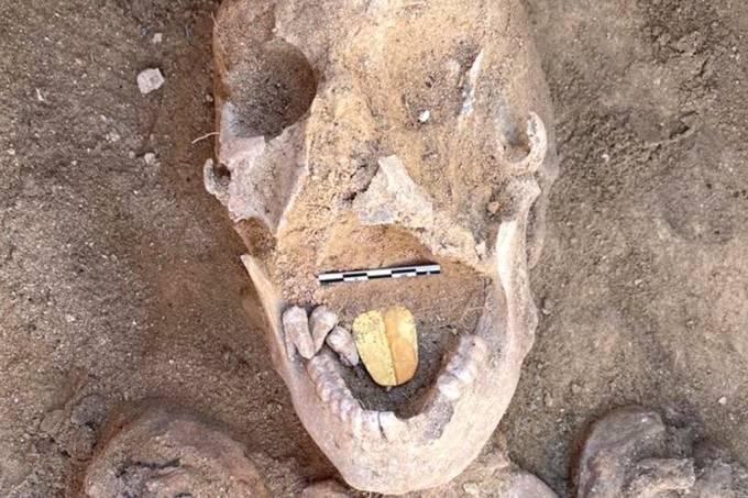 """mumia lingua de ouro site - Arqueólogos encontram múmia com """"língua"""" de ouro no Egito"""