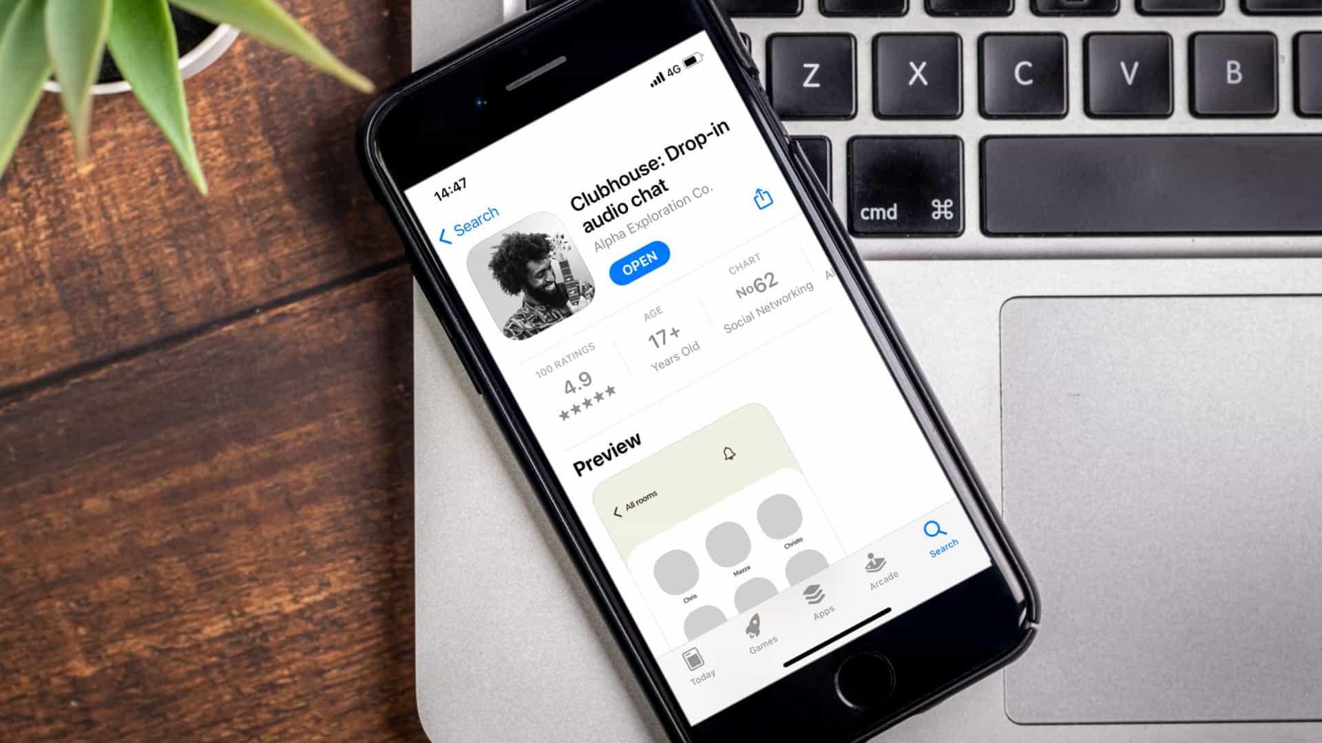 naom 6024fc452462b - Depois do Snapchat e do TikTok, o Clubhouse é o próximo 'alvo' do Facebook