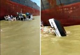 Naufrágio: tripulantes se desesperam com barco afundando após ser atingido por onda – VEJA VÍDEO