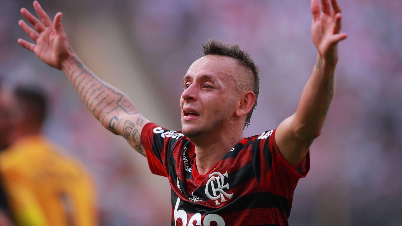r732719 1296x729 16 9 - DE VOLTA AO BRASIL?! Rafinha deixa a Grécia e cogita voltar a jogar no futebol brasileiro
