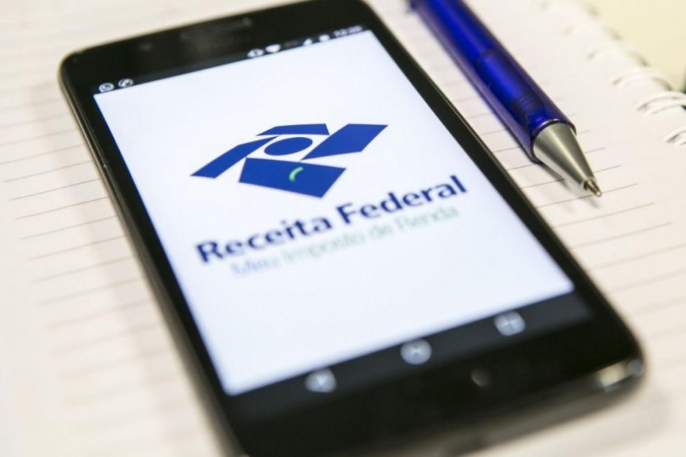 receita federal celular marcelo andrade 1110x740 990x660 1 - É GOLPE! E-mail falso em nome da Receita Federal sobre problemas no CPF volta a circular