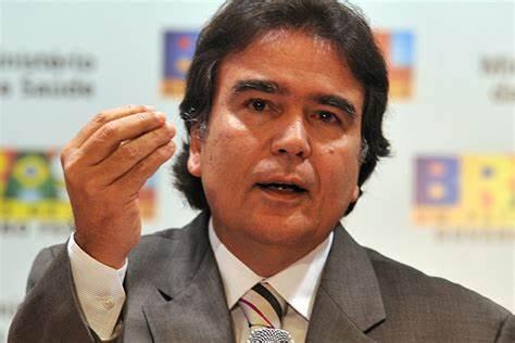 """temporao - Ex-ministro da Saúde defende afastamento de Bolsonaro e um governo de """"salvação nacional"""" para evitar colapso"""