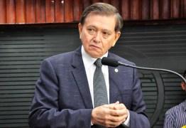 Deputados aprovam último projeto de João Henrique na CCJ e prestam homenagem