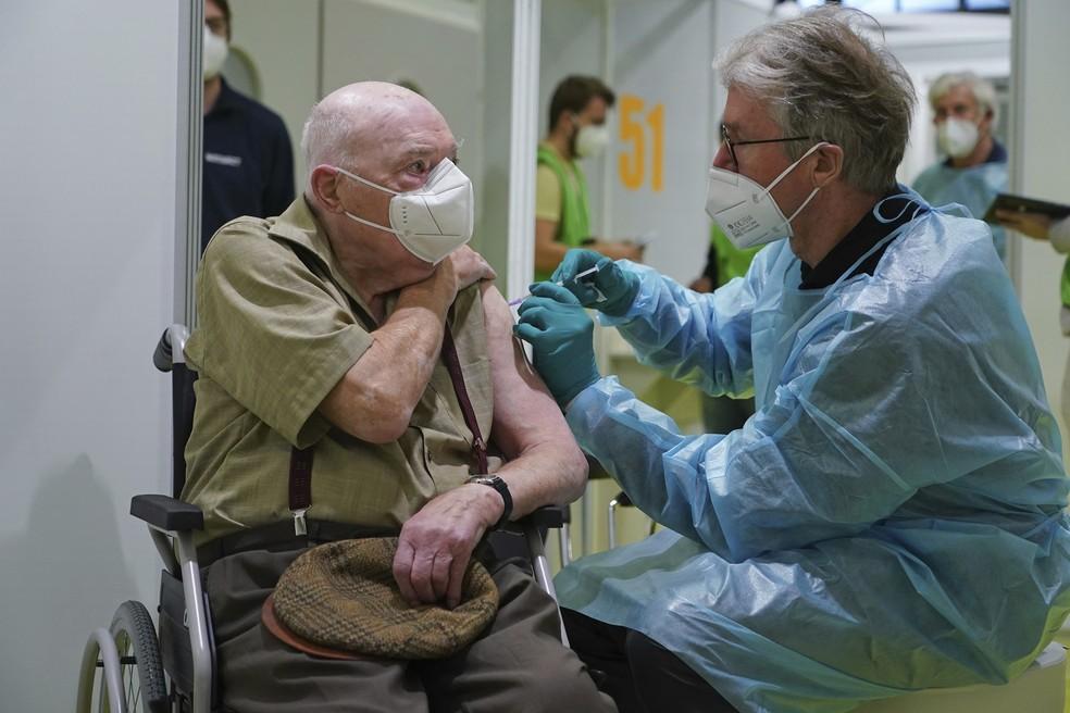 vacinação - Preocupada com variantes, OMS pede mais agilidade na vacinação