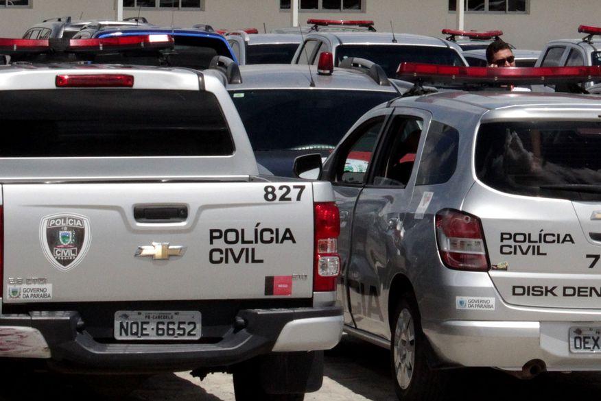 viatura da policia civil2 walla santos - Três pessoas são presas pela Polícia Civil com armas que seriam usadas em assaltos a bancos na Paraíba