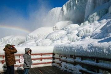 Cataratas do Niágara congelam em meio a forte frente fria – VEJA VÍDEO