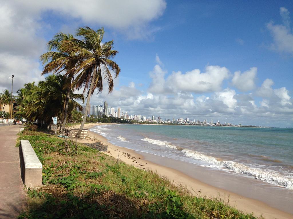 83591065 - Corpo de homem é encontrado boiando na praia de Cabo Branco