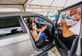 Cícero Lucena visita postos de vacinação e acompanha trabalho das equipes de saúde