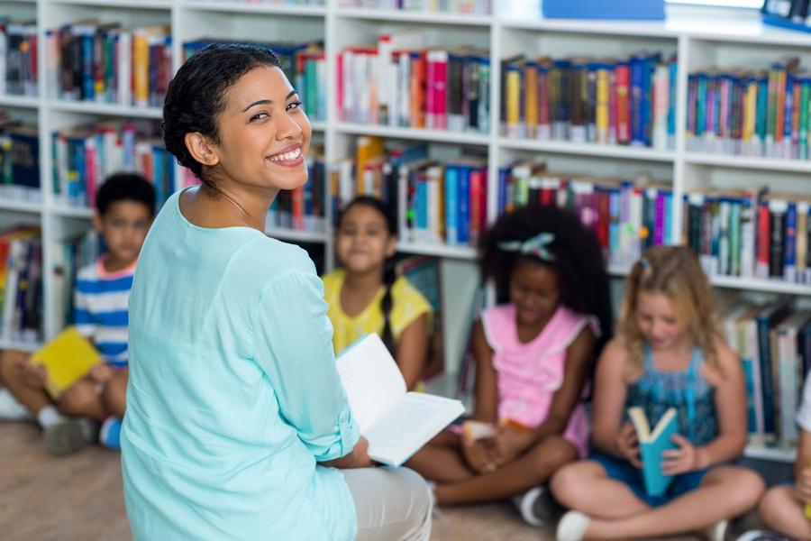 Professores da educação básica são incluídos lista de prioridade da vacina