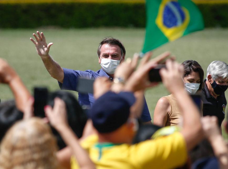 "JairBolsonaro Aniversario PalacioDaAlvorada Apoiadores Bolo Bolsonaro 125 868x644 1 - ""Só Deus me tira daqui"", diz Bolsonaro a apoiadores em seu aniversário - VEJA VÍDEO"
