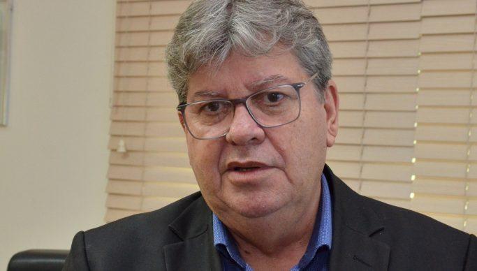 """João Azevêdo 14 683x388 1 1 - João Azevêdo lembra data do Golpe de 1964: """"Passado que não queremos ver de novo"""""""