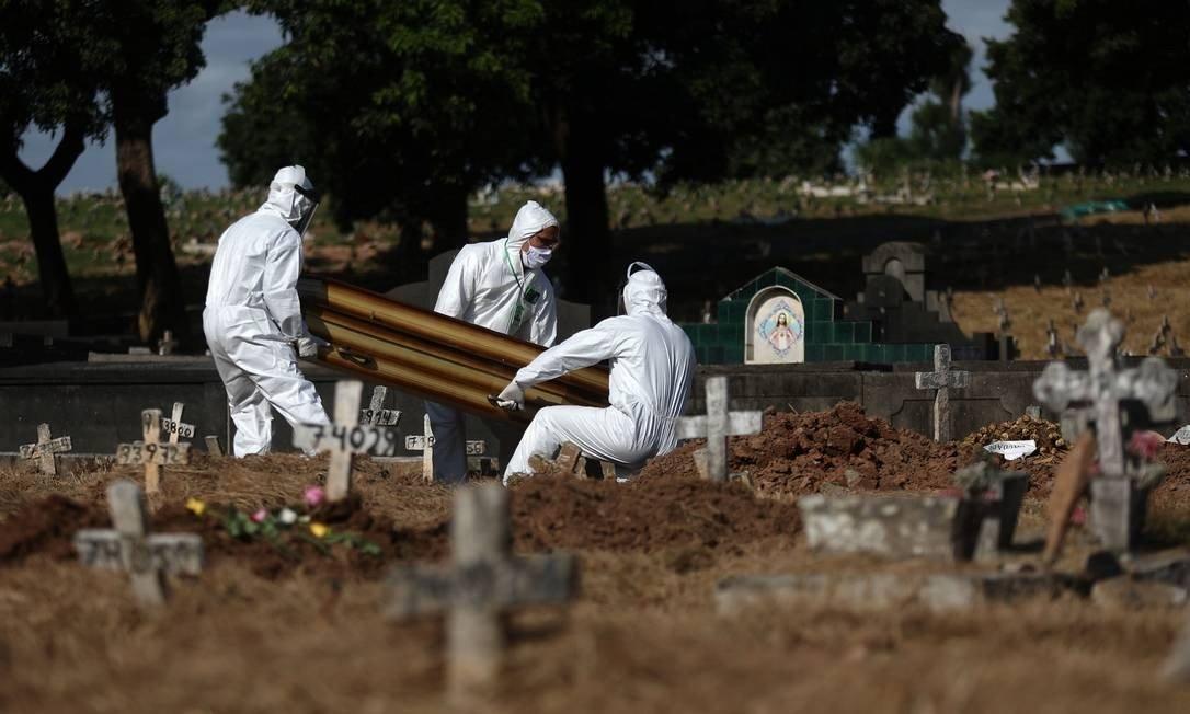 cemiterio covid - COVID: País tem recorde com 2.798 mortes em 24h; RS e SP superam 500 óbitos