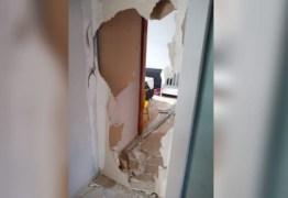 Homem quebra clínica e celular da esposa por causa de atraso no almoço