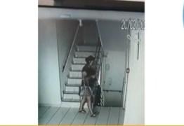Novas imagens mostram fuga de mulher após matar companheira com quase 100 facadas; assista