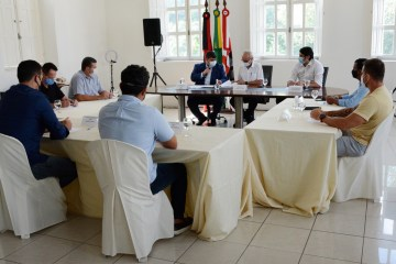 Mesa Diretora da CMJP se reúne com prefeito Cicero Lucena no Paço Municipal