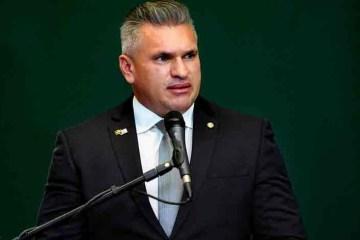 """julian lemos 3 e1615556587705 - """"Ele se apequena"""", diz Julian envergonhado após Bolsonaro pedir sua expulsão"""