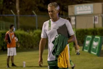 """Técnico de futebol questiona tabela da Copa do Brasil em meio a momento da pandemia: """"é hora de segurar a vida"""" – VEJA VÍDEO"""