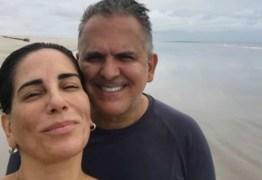 Cantor Orlando Morais, marido de Glória Pires é internado com Covid-19