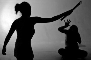 """""""Espírito maligno"""": Menina de nove anos é espancada até a morte em ritual de exorcismo"""