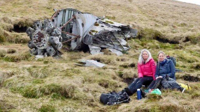 xblog plane 00.jpg.pagespeed.ic .TK 5FSHBCu - Durante caminhada, amigas acham partes de avião que 'caiu 73 anos atrás'