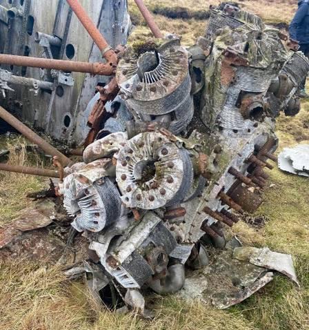 xblog plane 1.jpg.pagespeed.ic .muoS Pl4RX - Durante caminhada, amigas acham partes de avião que 'caiu 73 anos atrás'