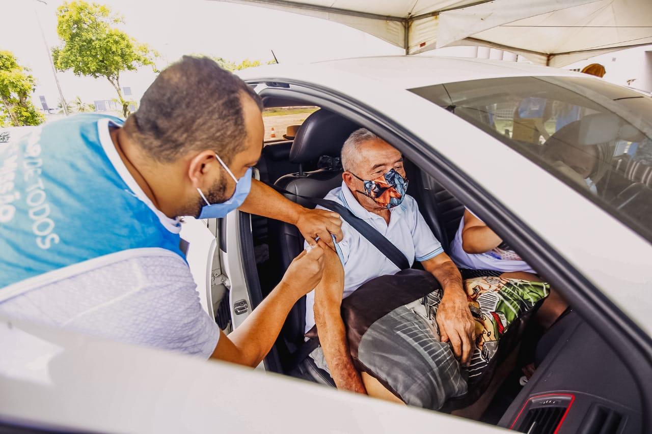3bc3a14a c6da 4dcf 8963 d3395c2ee3e7 - Pessoas com 76 anos ou mais podem tomar a 2ª dose da vacina neste domingo em João Pessoa; confira os locais
