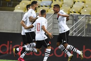 Com a vitória por 3 a 1, Vasco encerra um jejum de 17 jogos sem ganhar do Flamengo