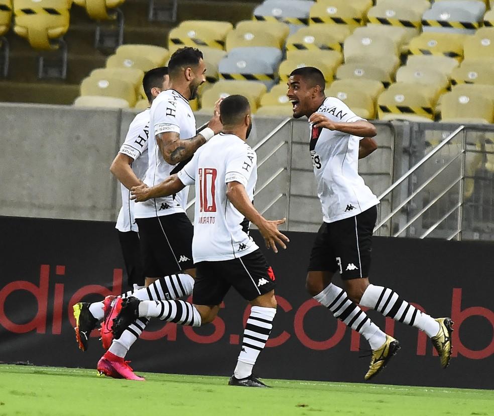 6 - Com a vitória por 3 a 1, Vasco encerra um jejum de 17 jogos sem ganhar do Flamengo