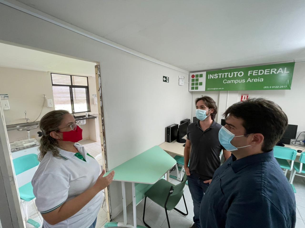 9d4e2316 970d 4f56 bde9 c5ed965ac470 1 - Em Areia, Eduardo critica suspensão de serviços na saúde do município e visita campus do IFPB