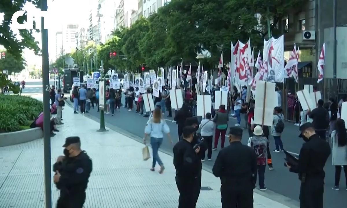Bolsonaro Cepa Mundial 2 - PERIGO MUNDIAL: Argentinos vão às ruas contra o presidente Bolsonaro