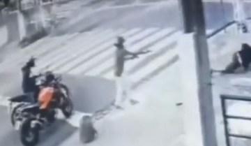 CAPACETE POLICIAL - DISPAROS NA CABEÇA! Sargento da Polícia Militar é baleado durante assalto e sobrevive por causa de capacete - VEJA VÍDEO