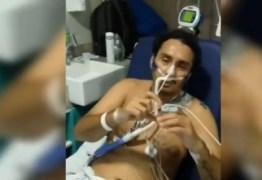 """COVID-19: Vicente Nery faz coração com as mãos e manda mensagem para fãs: """"voltei"""" – VEJA VÍDEO"""