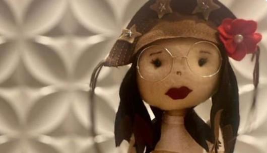 Capturar 68 - OBRA DE ARTE: detentas confeccionam boneca de pano em homenagem a Juliette Freire