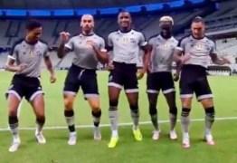 """Jogadores do Ceará dançam hit """"Um Conto de Fadas"""" e narrador dá show"""